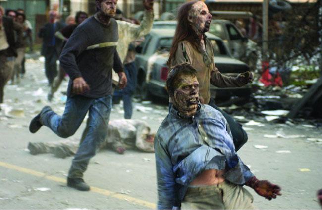 L'alba dei morti viventi, 2004. Se le possessioni dovute dal diavolo rientrano nella Top 10 delle peggiori creature cinematografiche dei film horror, anche le infezioni virali ne fanno parte! E' il caso di L'alba dei morti viventi e altri film del genere Zombie, che riducono il genere umano in fuggitivi da virali assetati di sangue e carne umana. Gli Stati Uniti sono invasi da terribili 'zombie' che si cibano di carne umana. Un piccolo gruppo di sopravvissuti si rifugia in un centro commerciale della città di Everett, WA, ma l'unico modo per salvarsi è volare su un'isola deserta rimasta incontaminata. Per riuscire nell'impresa dovranno superare la barriera composta dai temibili morti viventi... Un genere di film che in questi ultimi anni è stato rilanciato a gògò, purtroppo non sempre nel senso positivo, da ricordare i flop di Esp fenomeni paranormali e Co.