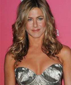 jennifer aniston piede rotto