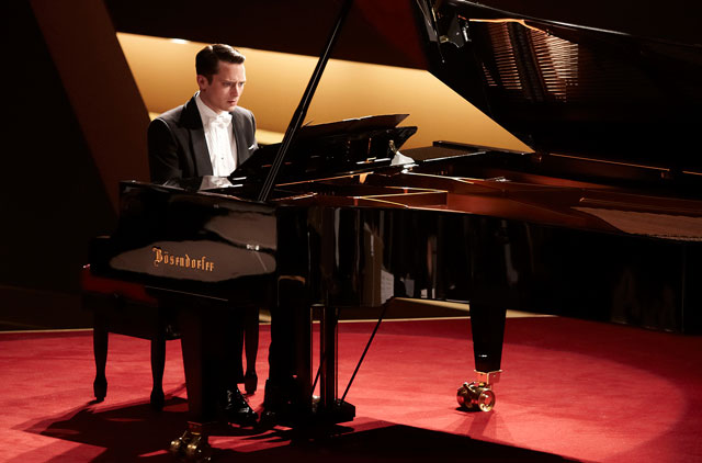 Elijah-Wood-primo-trailer-Grand-Piano