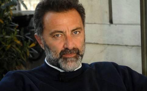 Problemi-di-salute-per-Luca-Barbareschi-lo-costringono-ad-abbandonare-momentaneamente-le-scene