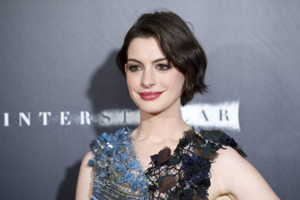 Anne-Hathaway-lifeboat